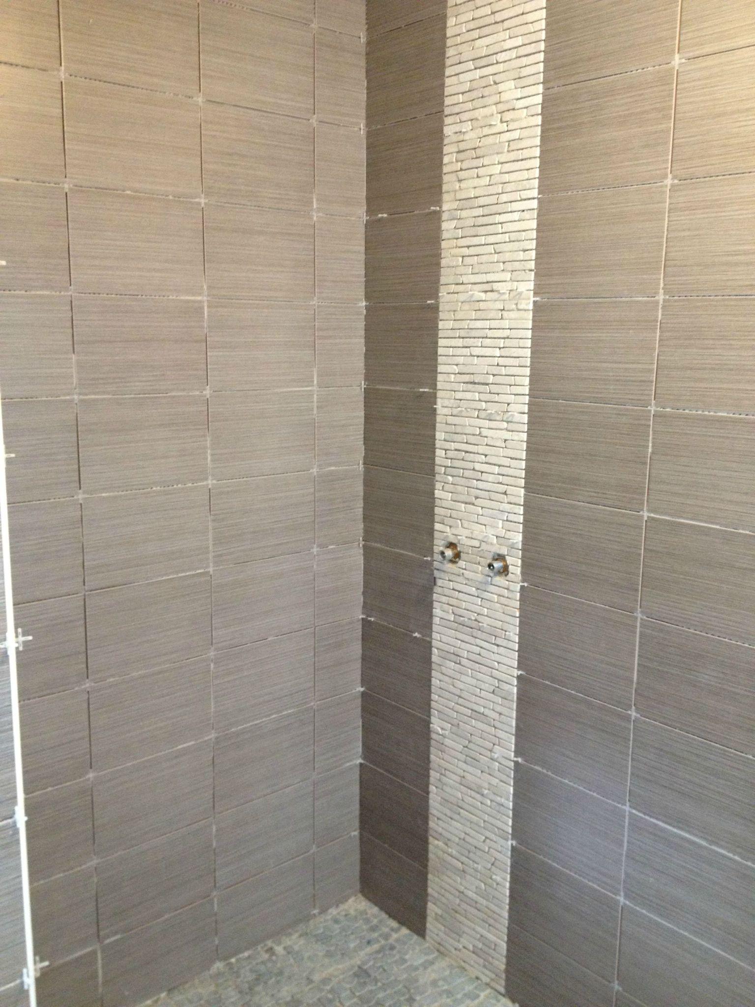 Le carrelage de la salle de bains est termin il for Installateur de salle de bain dans le nord