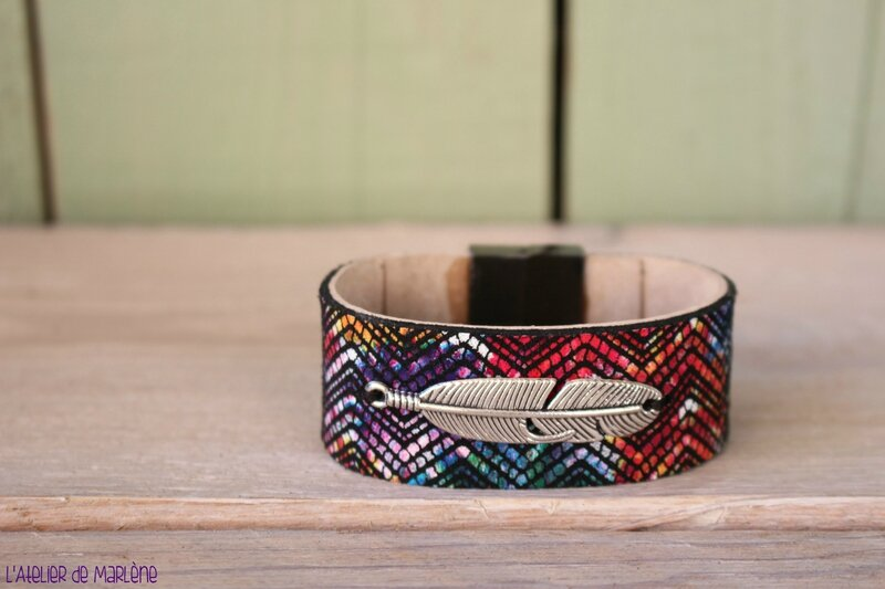 gros bracelet cuir azteque plume