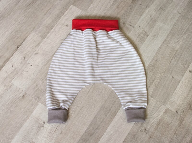 sarouel bebe jersey rayures beige ceinture rouge et chevilles taupe