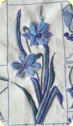 Broderie bleue n°9