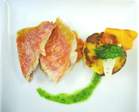 Filets_de_rouget__concass_e_de_tomates__polenta_et_pesto
