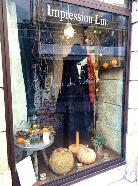 vitrine halloween impression lin. Black Bedroom Furniture Sets. Home Design Ideas