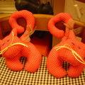 chats de porte rose framboise à pois