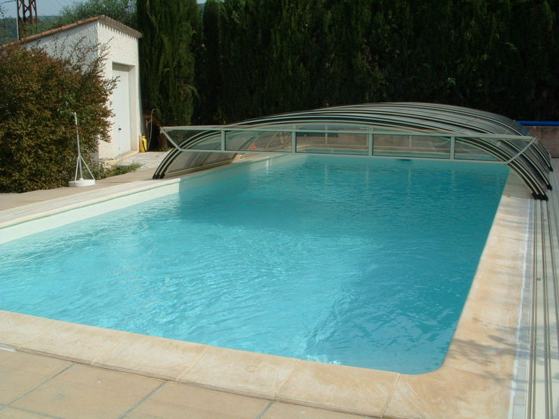 Piscine ivoire polyester r novation piscine en r sine rev tement polyester arm for Piscine en resine