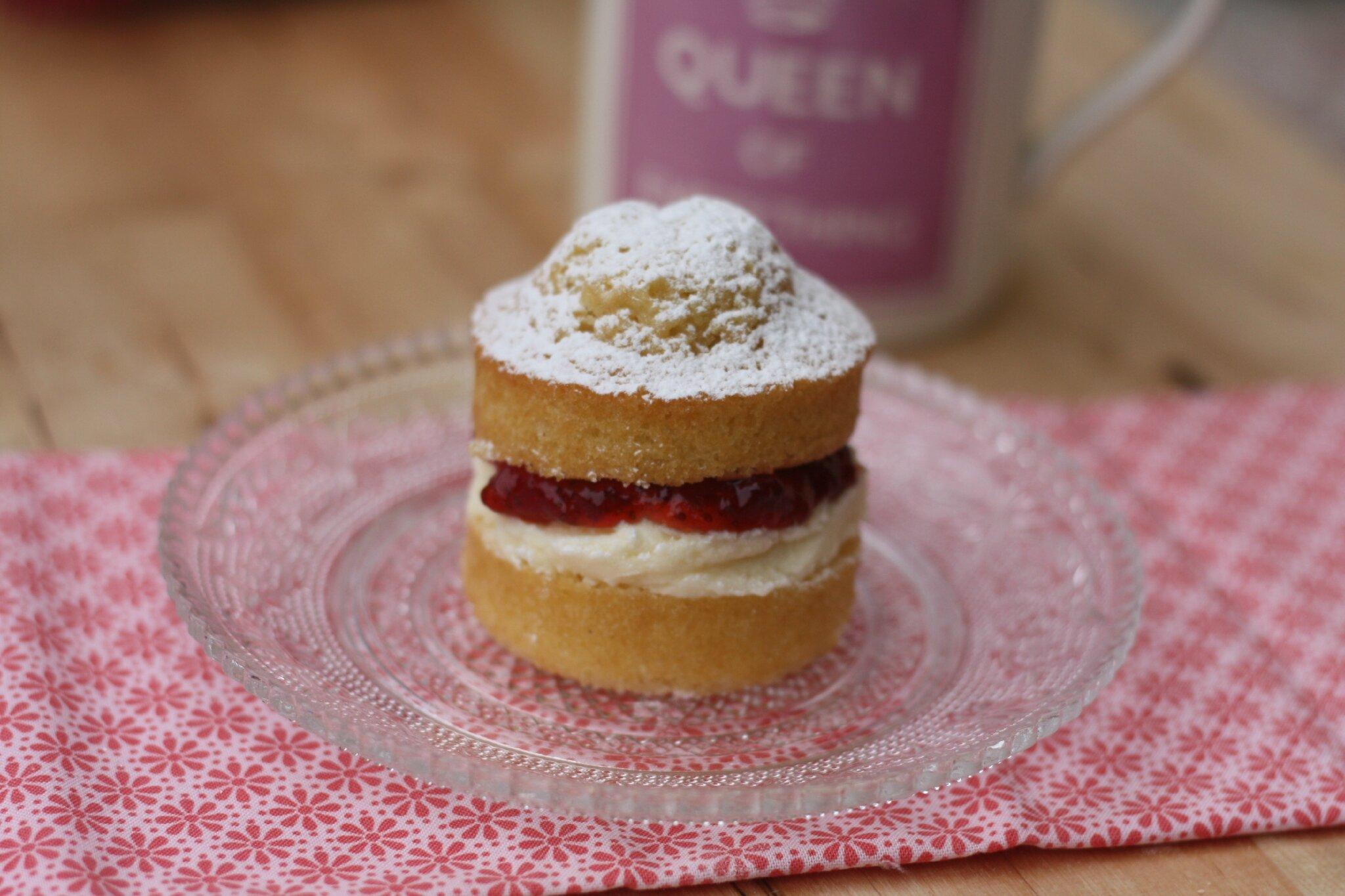 Mini Victoria sponge cakes à la confiture de fraise