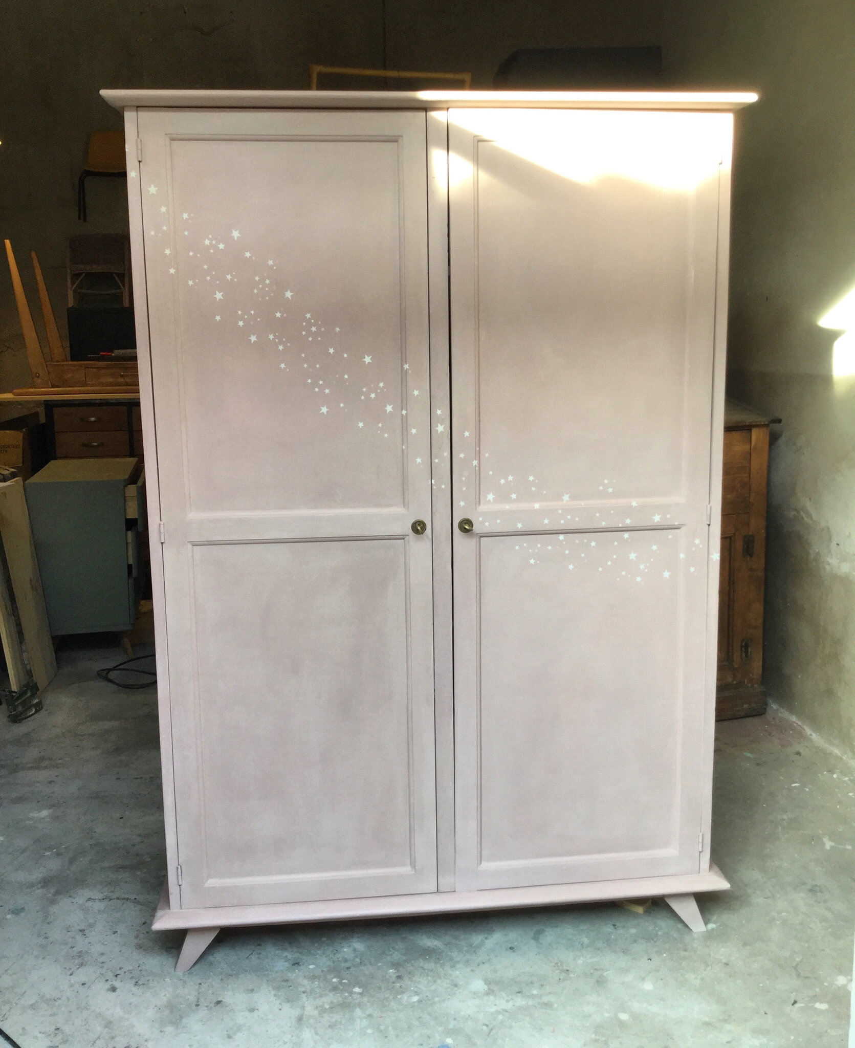 armoire vintage chambre cheap armoire parisienne noire duoccasion vintage design scandinave. Black Bedroom Furniture Sets. Home Design Ideas