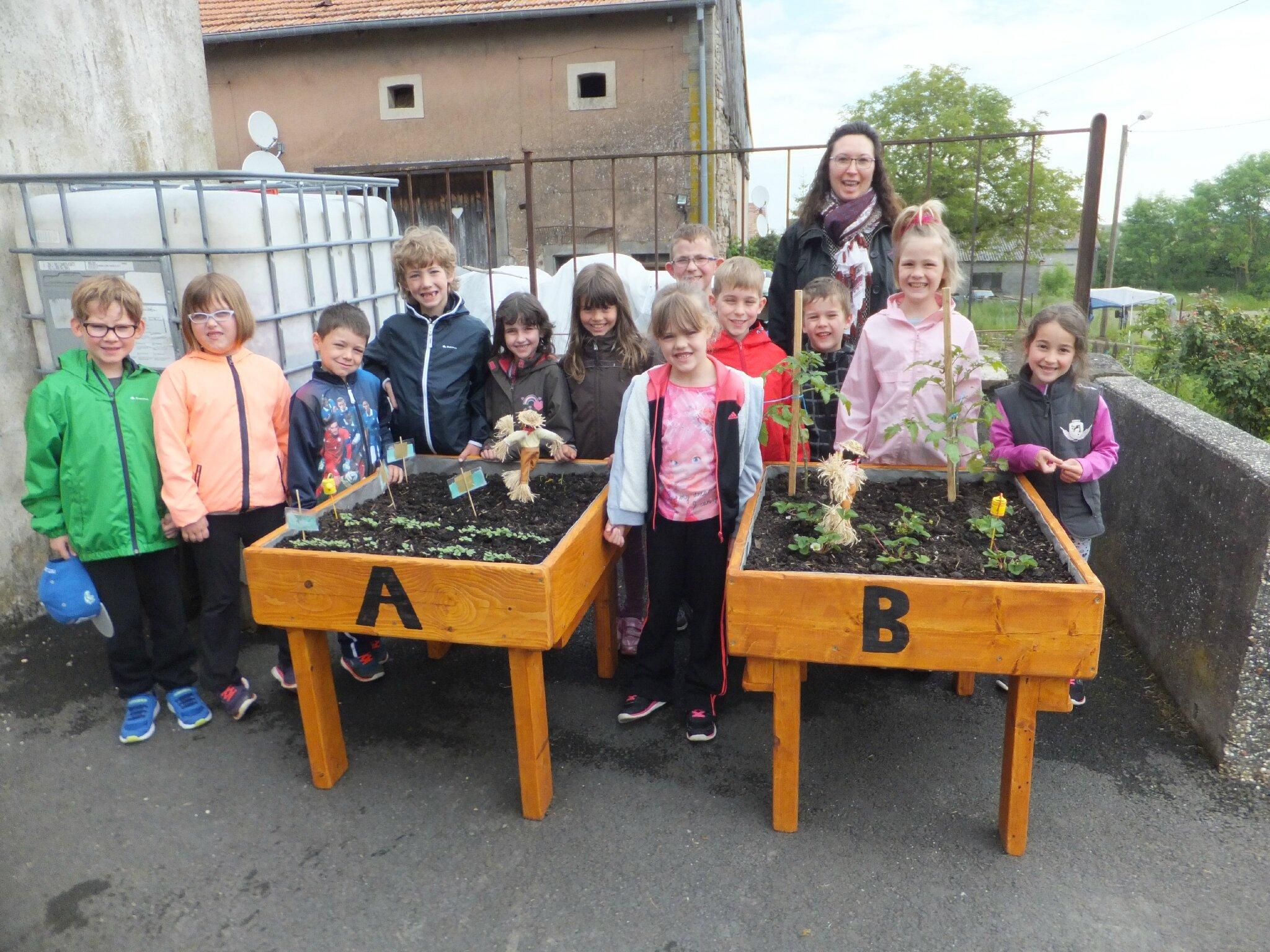 Cours de jardinage à l'école d'Insviller