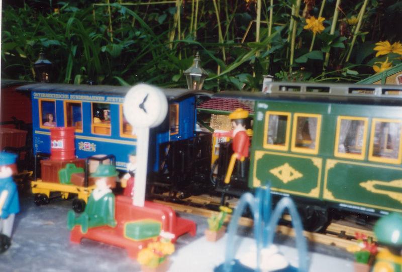 Ambiance Playmobil et fontaine Majokit ! Hum ! (été 90)