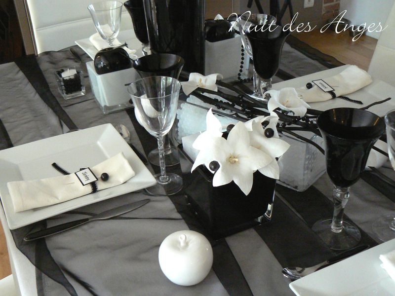 Décoration de table noire et blanche - Nuit des Anges