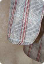 Blouse à carreaux : plis à nervure & boutonnage