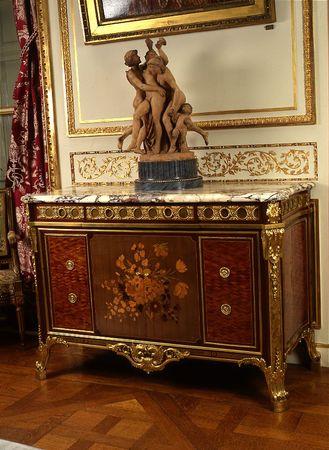 la commode par riesener l 39 b niste du roi regard d 39 antiquaire. Black Bedroom Furniture Sets. Home Design Ideas