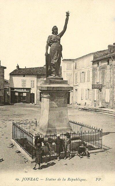 Jonzac statue de la République