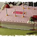 Gâteau aux mousses chocolat blanc et fraises, délicieux !