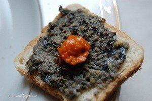 Canap__tapenade_caviar_piquillos