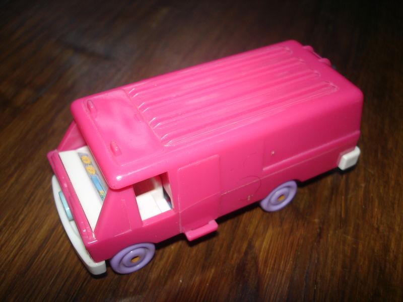 camping car polly pocket avec une poup e mancelot et cie. Black Bedroom Furniture Sets. Home Design Ideas