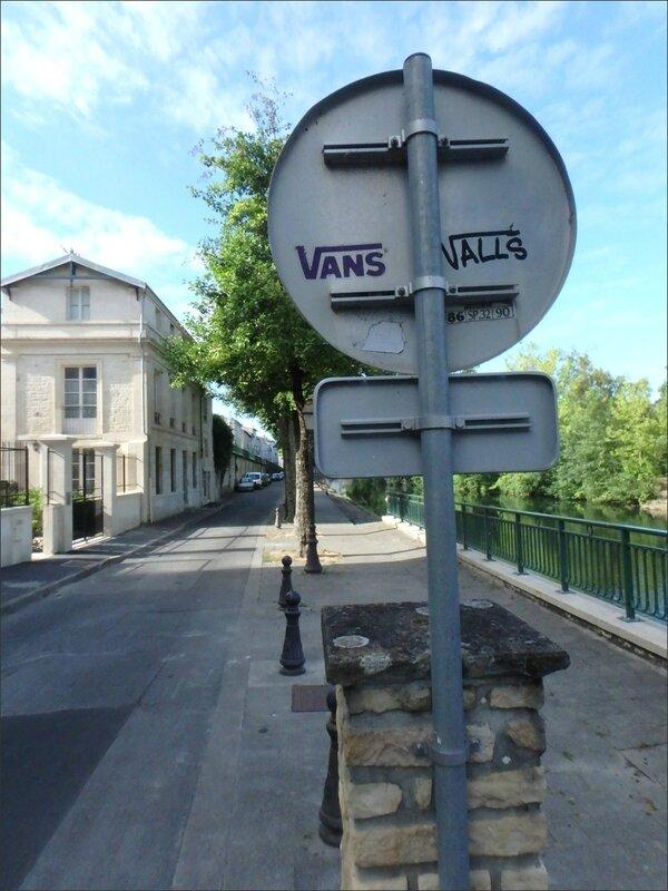 graff panneau Valls 072016