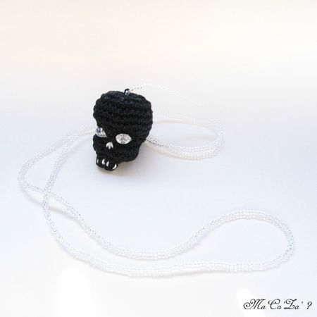 Black skull necklace crochet