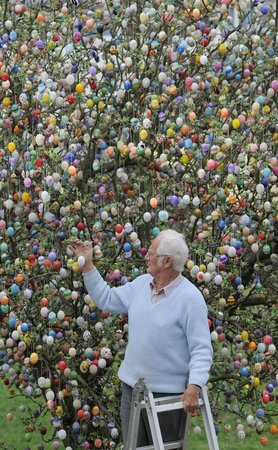germany-easter-egg-tree02