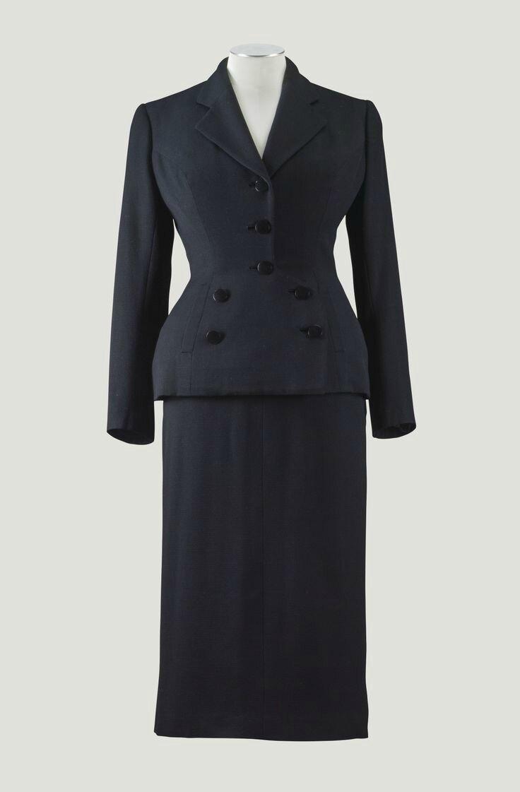 """Balenciaga Haute Couture, 1950. Tailleur """"Pont"""" en ottoman noir"""