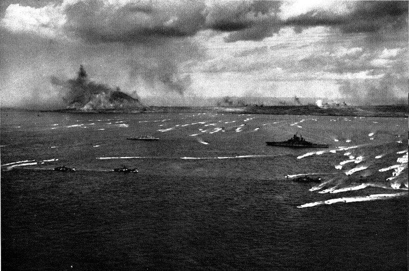 USS_Tennessee_(BB-43)_and_invasion_fleet_off_Iwo_Jima_1945