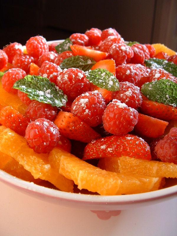 Parce qu 39 on ne peut pas hiberner ind finiment salade d 39 oranges aux fruits rouges et la menthe - Pourquoi on ne coupe pas la salade ...