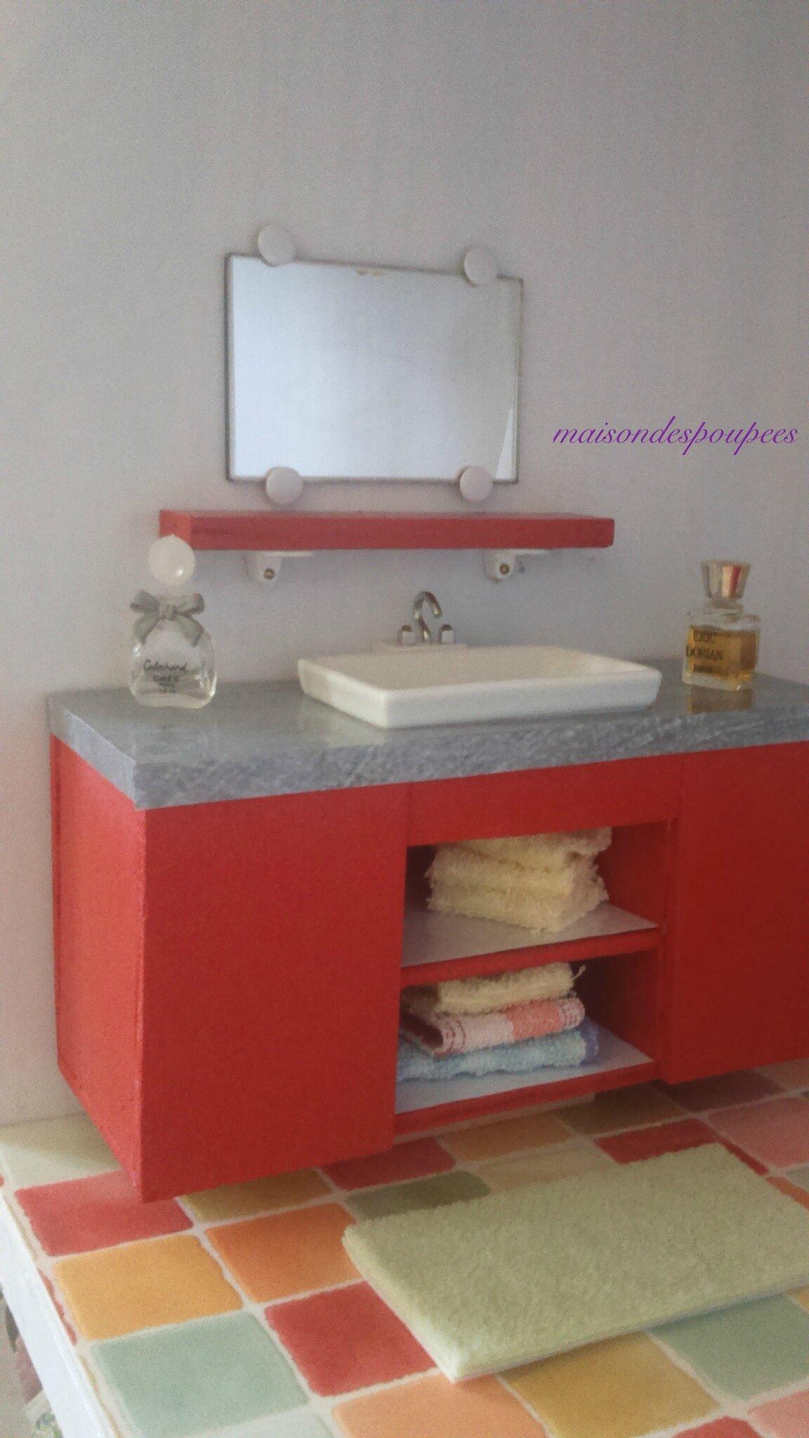 La salle de bains des barbie la maison des poup es - Fabriquer pare baignoire ...