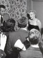 1956-03-03-BeverlyGlenBoulevard-press_party-010-1-by_earl_leaf-1
