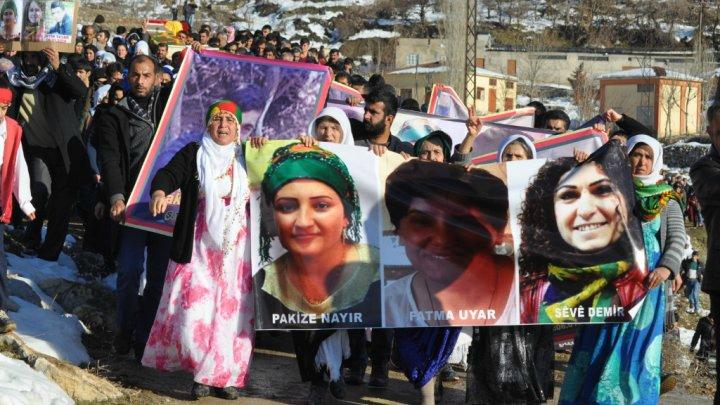 """Turquie: 21 intellectuels arrêtés pour avoir signé une pétition pour la paix. Les signataires dénoncent """"un massacre délibéré""""."""