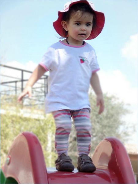 Cléo debout chapeau re