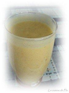 Smoothie banane, mangue et lait de coco