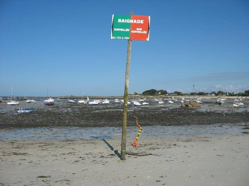 Brignogan-plage, plage et panneau (29)