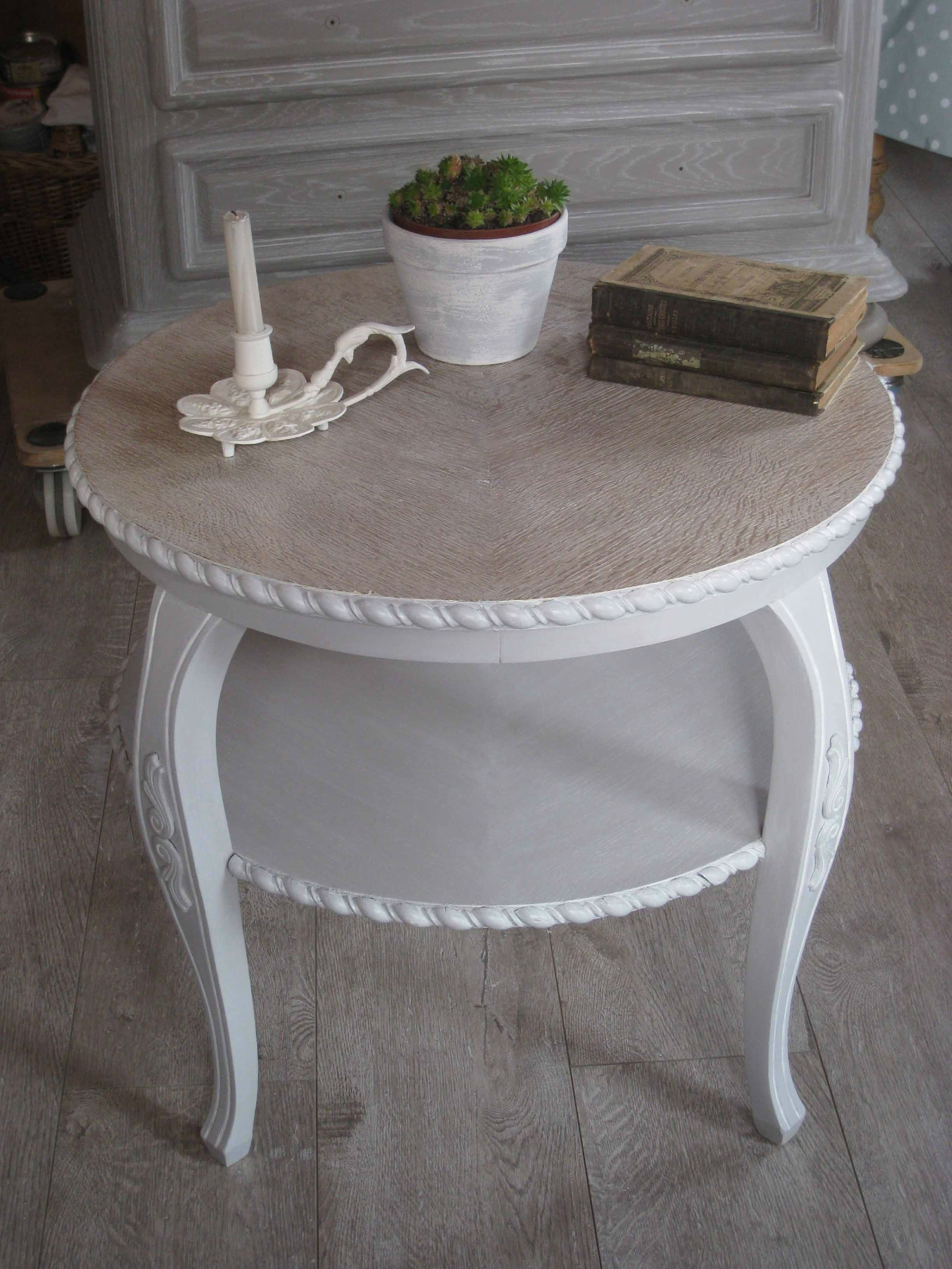 la table basse et le meuble t l en style shabby patines couleurs. Black Bedroom Furniture Sets. Home Design Ideas