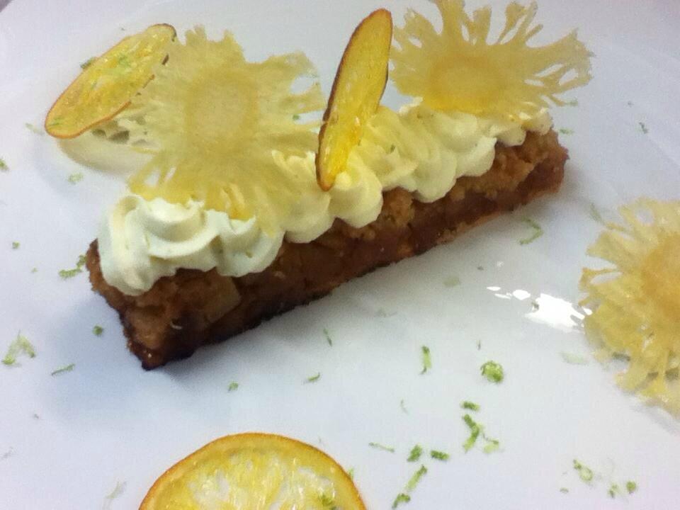 Crumble pomme ananas sur sa mousseline aux agrumes et son sorbet mangue2