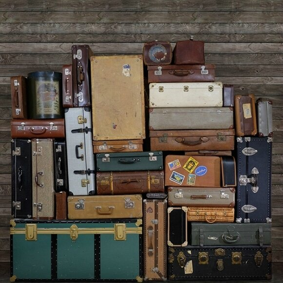 stacked-suitcases-heap (2)