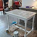 Un petit bureau en chène rustique