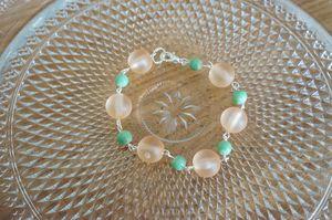 bracelet perles vertes et roses