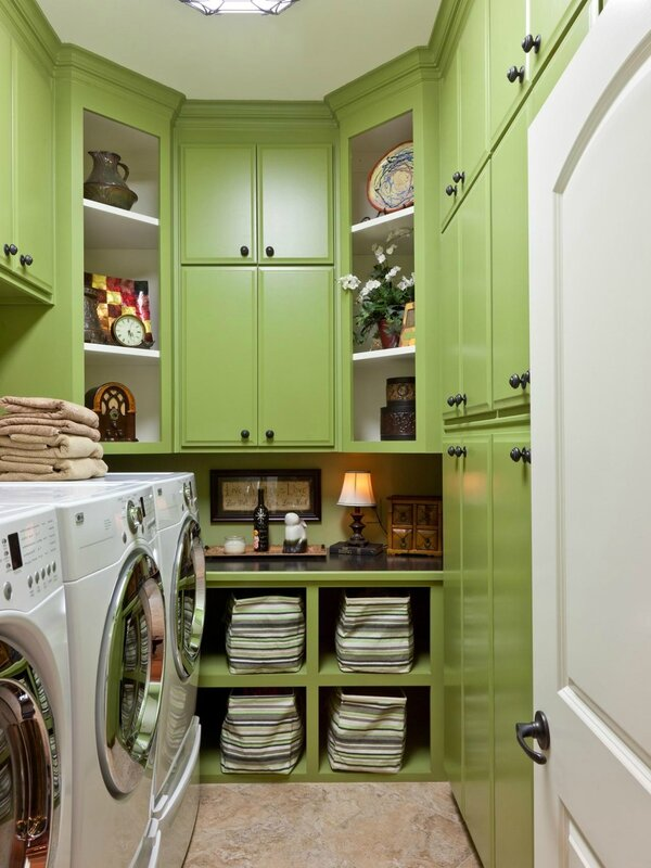 CI-Classically-Yours-Interiors_green-laundry-room_jpg_rend_hgtvcom_1280_1707