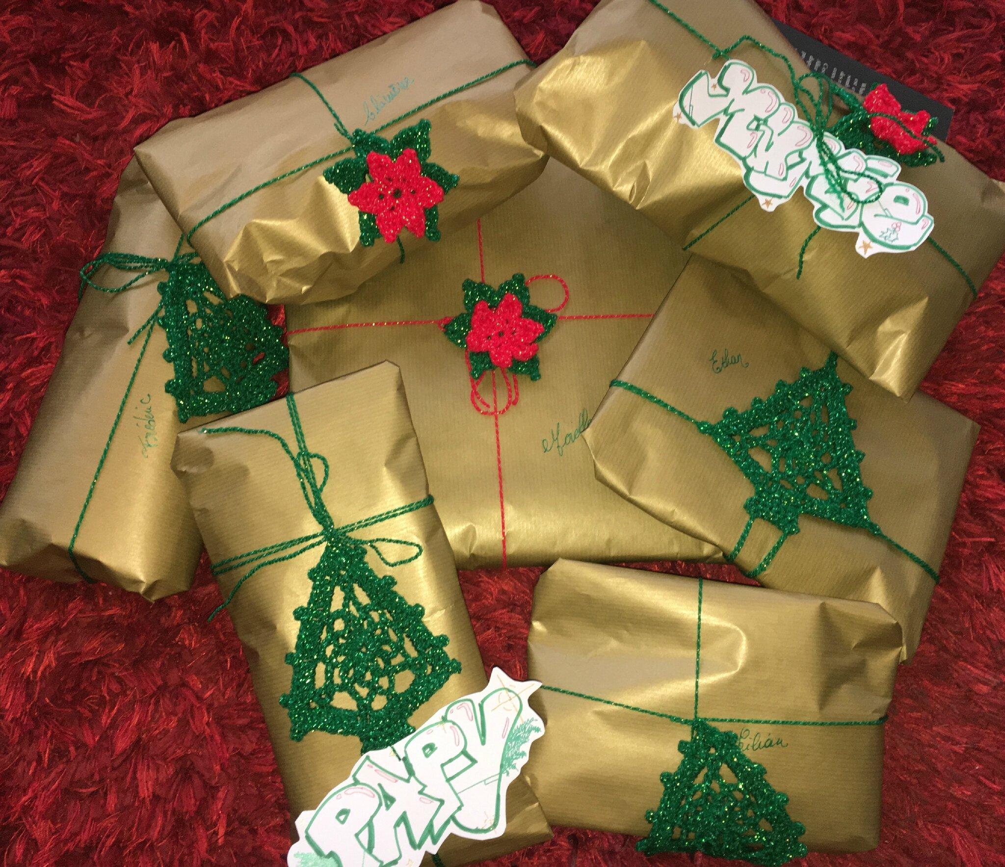 étiquettes cadeaux au crochet