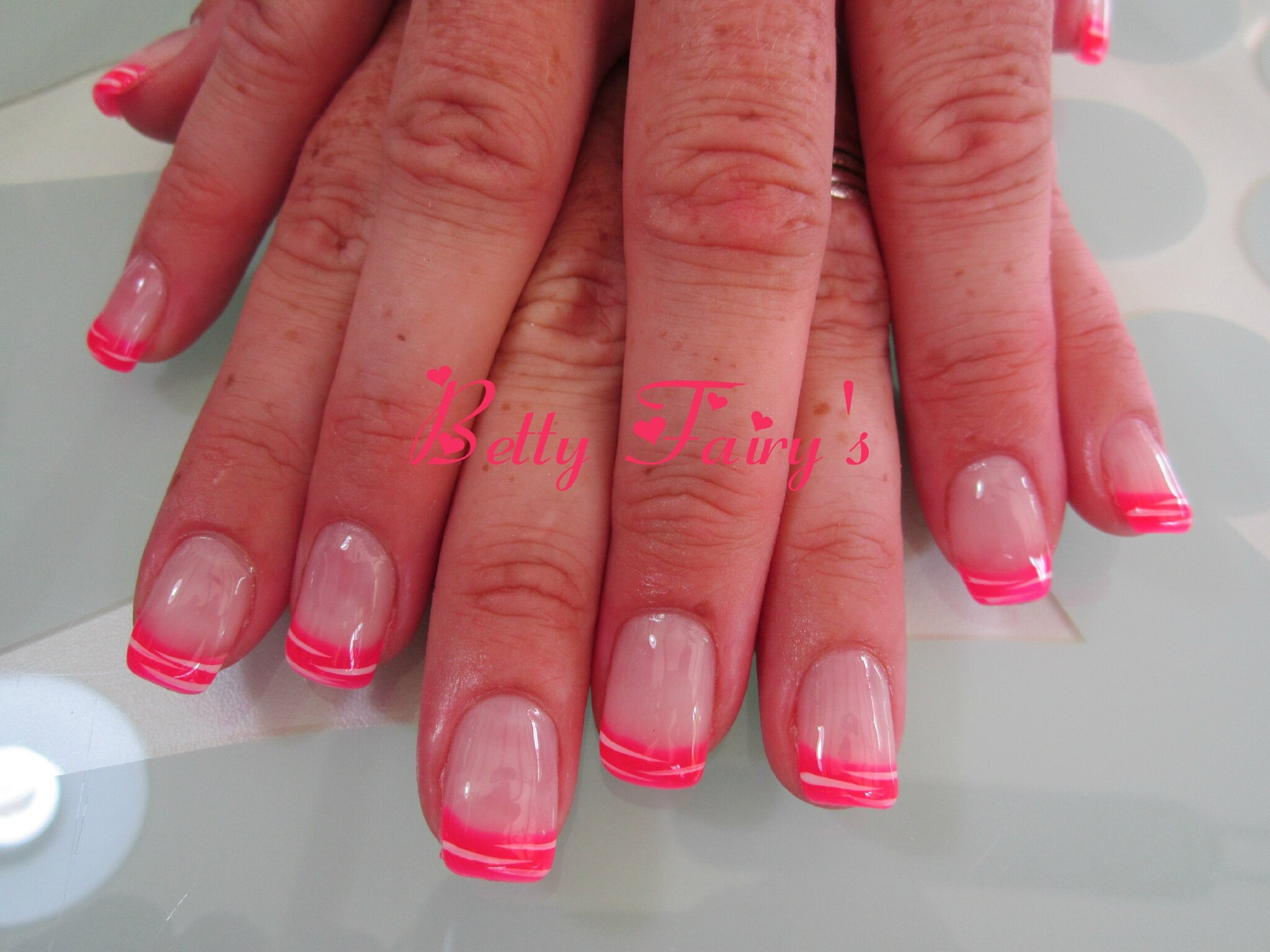 Ongles french rose fluo - Ongle rose fluo ...