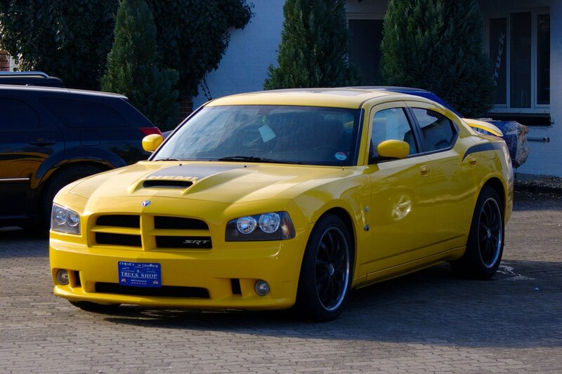 1280px-2007_Charger_Super_Bee