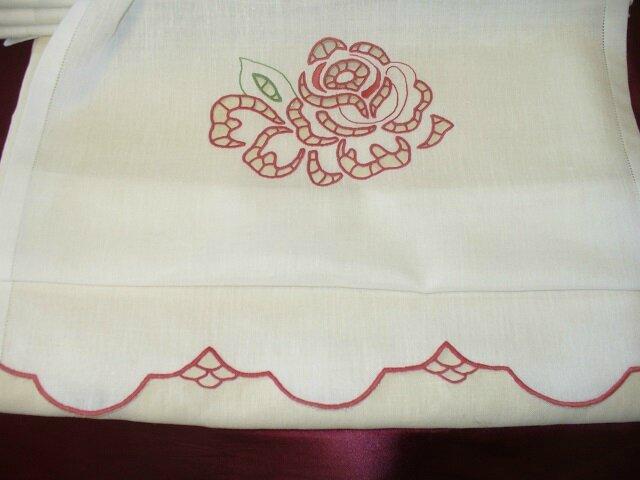 tendina con rose a intaglio