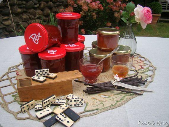 confitures de prunes et dominos anciens