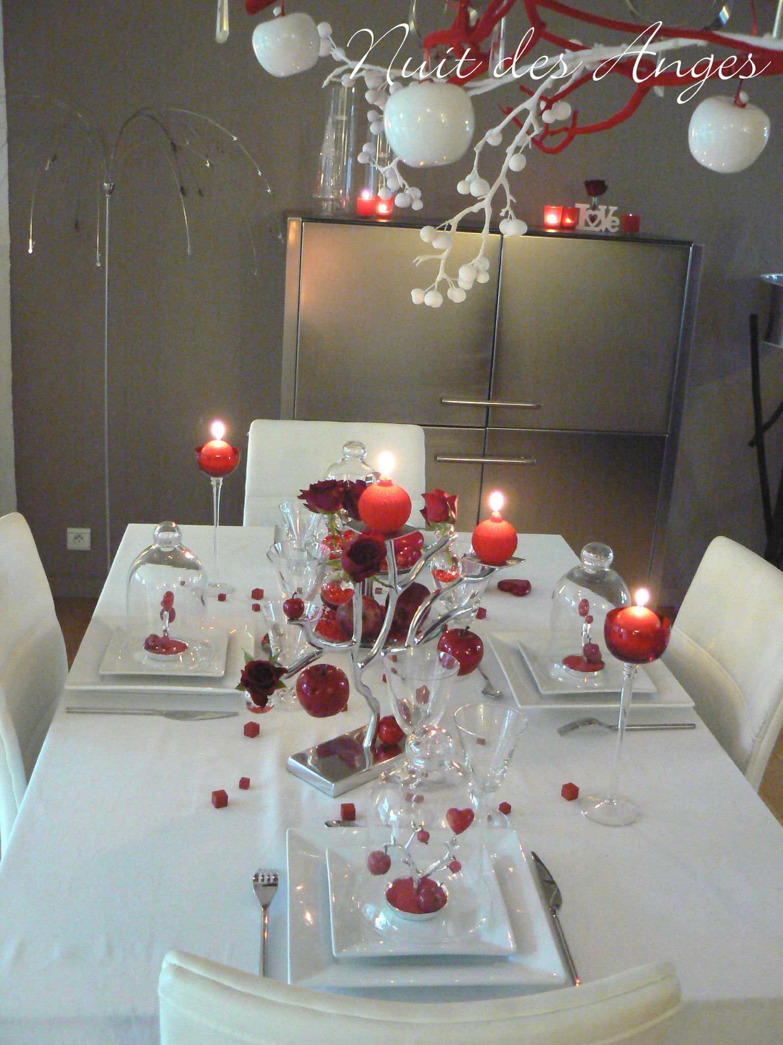 D coration de table rouge pomme d 39 amour nuit des anges for Decoration theme gourmandise
