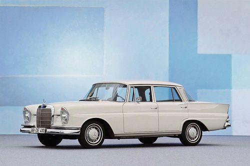 allemande-mercedes w111 limousine