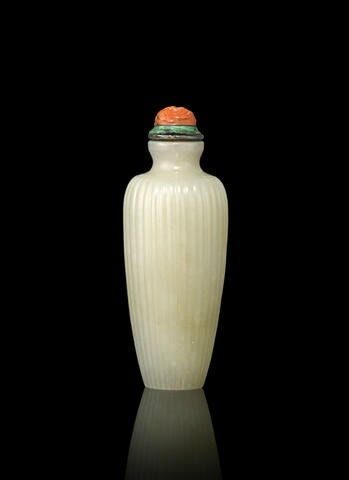 A greenish-white nephrite snuff bottle. Possibly Imperial, 1780-1850