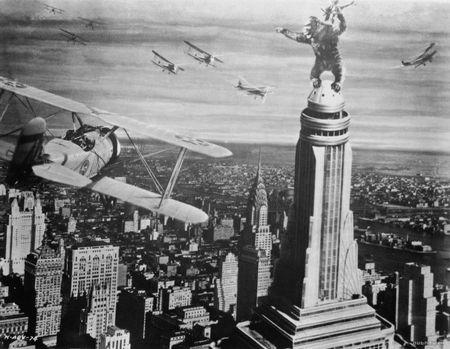 king-kong-kong-and-empire-state-building1-800x621