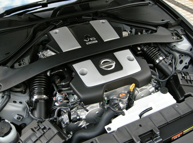 Nissan_VQ37VHR_Engine_01