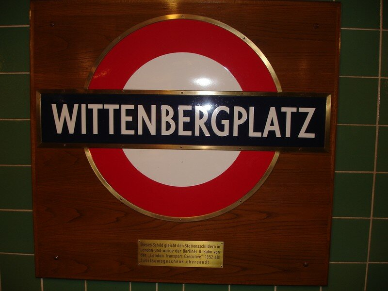 Wittenbergplatz : plaque offerte par le métro londonien