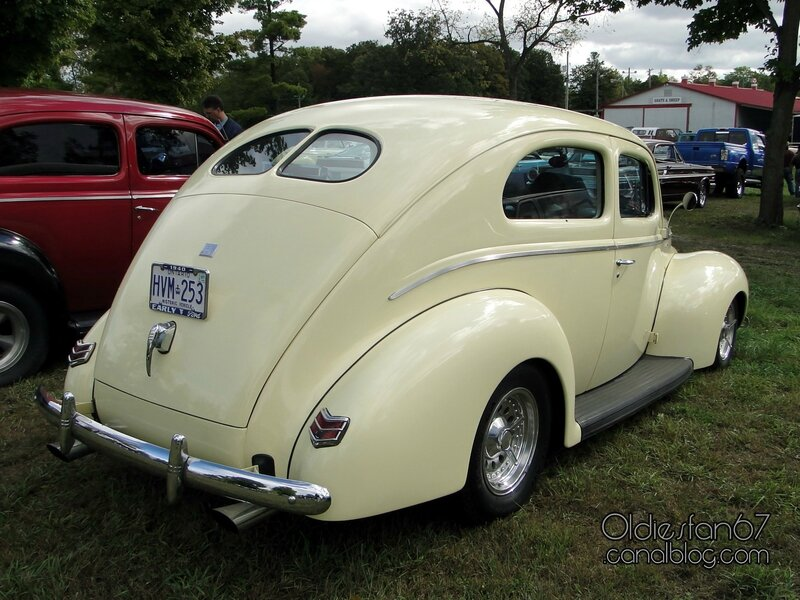 ford-deluxe-tudor-1940-02