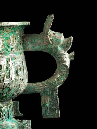 An_important_and_rare_archaic_bronze_ritual_offering_vessel__fangzuo_gui4